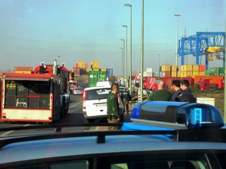 Unfall Bahnquerung bei GNS Nov. 2011 / foto: parcelpanic
